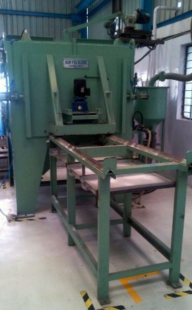 Air Operated Grit/Shot Blasting Machine for Cleaning of Moulds & Dies